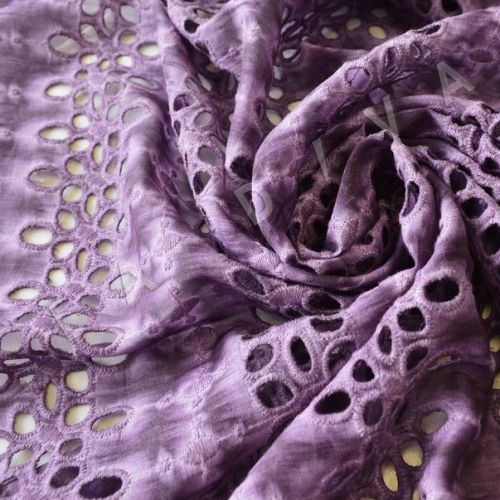 Шитье сиреневогоцвета на шелковом батисте