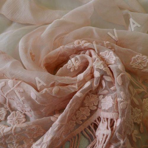 Оригинальная вышивка на креш-шифоне персикового цвета