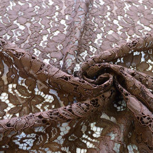 Хлопковое кружевос кордовой нитью коричневого цвета