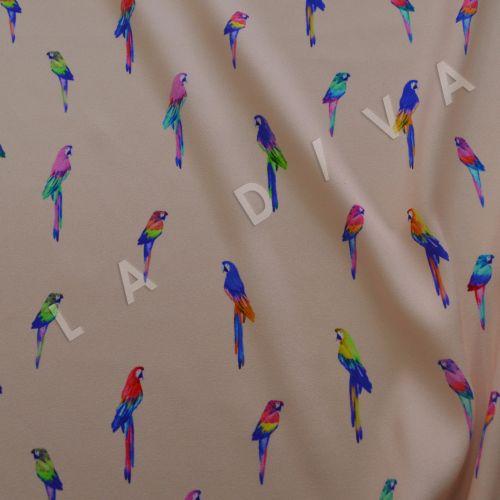 """Креповый шелк """"Попугайчики"""" на персиковом фоне"""