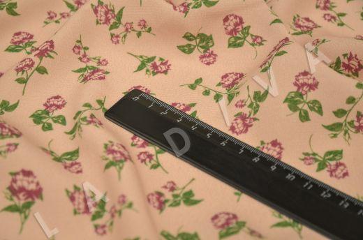 креповая вискоза с цветочным принтом на персиковом фоне рис-6