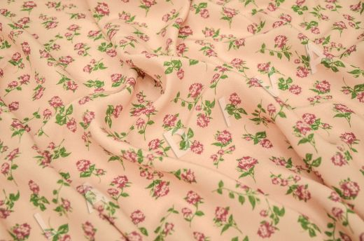креповая вискоза с цветочным принтом на персиковом фоне рис-2