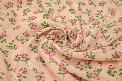 креповая вискоза с цветочным принтом на персиковом фоне