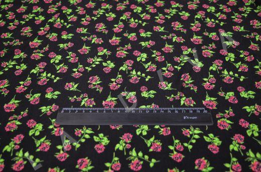 креповая вискоза с цветочным принтом на черном фоне рис-6