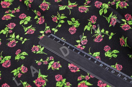 креповая вискоза с цветочным принтом на черном фоне рис-5