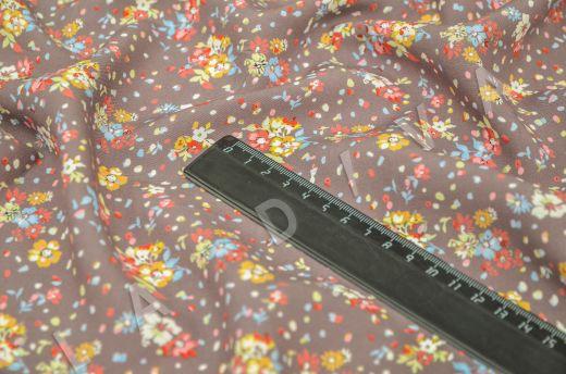 штапель вискоза с цветочным принтом на коричневом фоне рис-5
