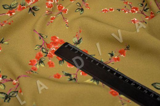 креповая вискоза с цветочным принтом на горчичном фоне рис-5
