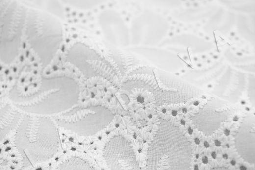 Шитье белого цвета с цветочной вышивкой рис-4