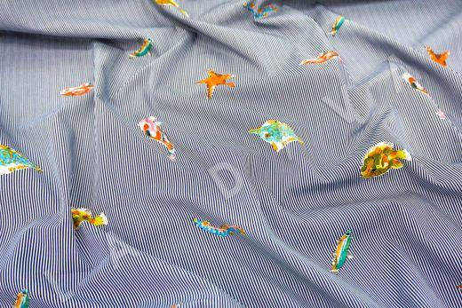 """дизайнерский сорочечный хлопок """"Рыбы"""" на черно-белом фоне в полоску"""