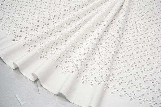 Шитье белого цвета