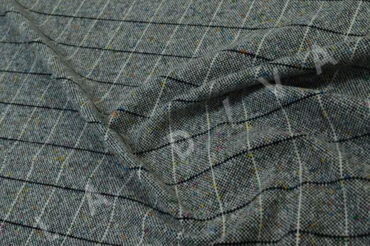 Костюмная шерсть в клетку серого цвета с эффектом букле
