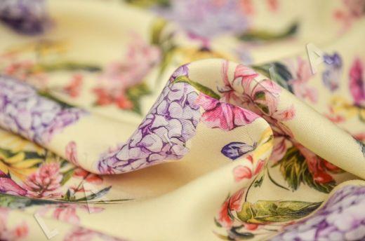 штапель вискоза с цветочным принтом на бежевом фоне рис-3