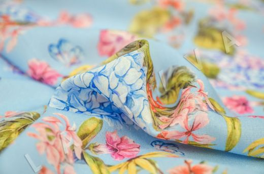 штапель вискоза с цветочным принтом на голубом фоне рис-3