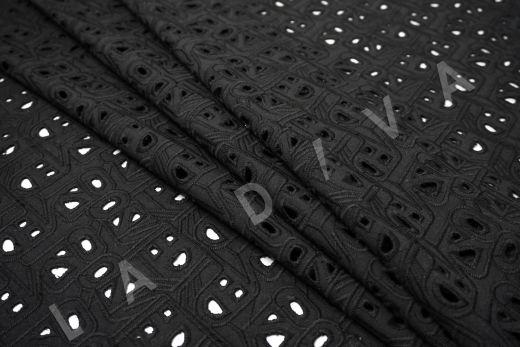 Шитье черного цвета с геометрической вышивкой рис-3