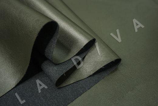 экокожа на костюмной основе темно-зеленого цвета  рис-4