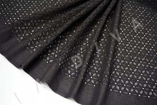 Шитье черного цвета с цветочной вышивкой