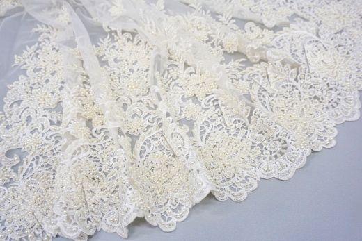 вышивка на сетке с с бисером белого цвета