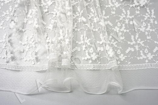 вышивка на сетке с цветочным орнаментом белого цвета рис-6