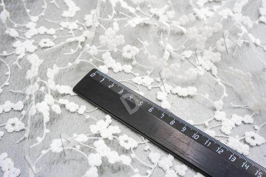 вышивка на сетке с цветочным орнаментом белого цвета рис-4
