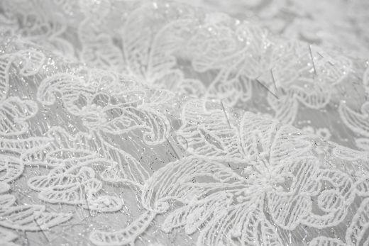 вышивка на сетке с цветочным орнаментом белого цвета рис-5