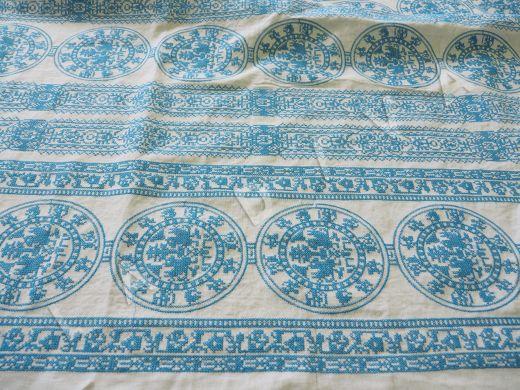 Оригинальный  лен с голубой вышивкой рис-2