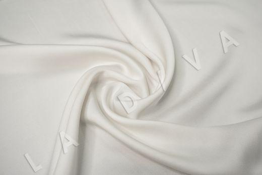 Вискоза плательно-костюмная молочного цвета