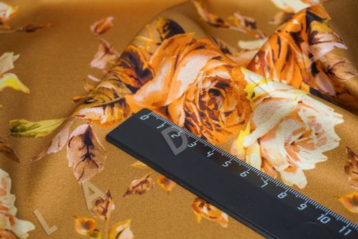 атласный шелк «Розы» на терракотовом фоне рис-3