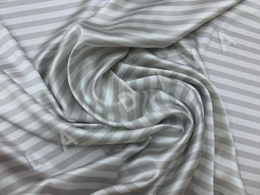 шелк атласный в полоску серо-молочного цвета