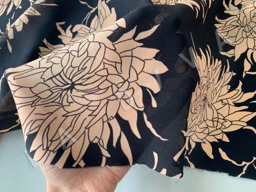 шелк с цветочным принтом на черном фоне рис-2