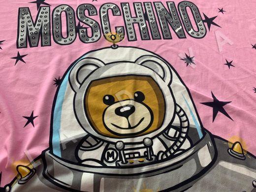 трикотажное полотно Moschino на розовом фоне рис-3