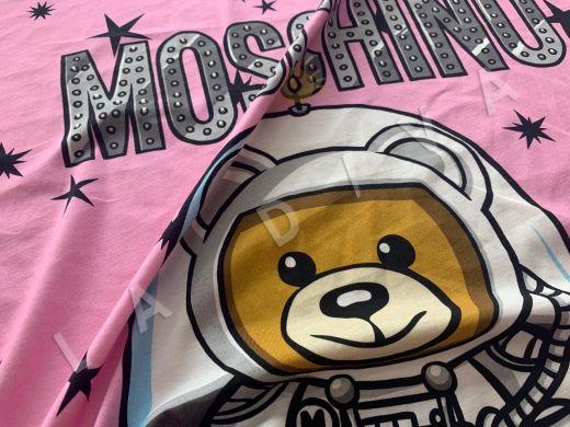трикотажное полотно Moschino на розовом фоне рис-2