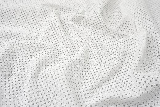 Шитье белого цвета с геометрической вышивкой рис-2