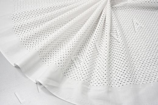 Шитье белого цвета с геометрической вышивкой рис-4