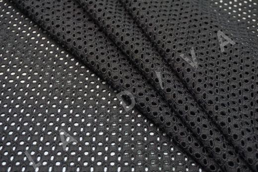 Шитье черного цвета с геометрической вышивкой рис-2