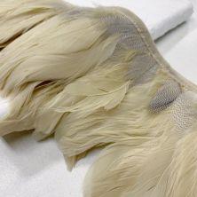 Страусиные перья на ленте бежевого цвета